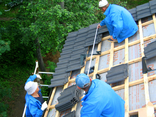 Homeowners insurance depends on the condition of your roof. This tips and advice to protect and secure your home and the cost of your homeowners insurance.